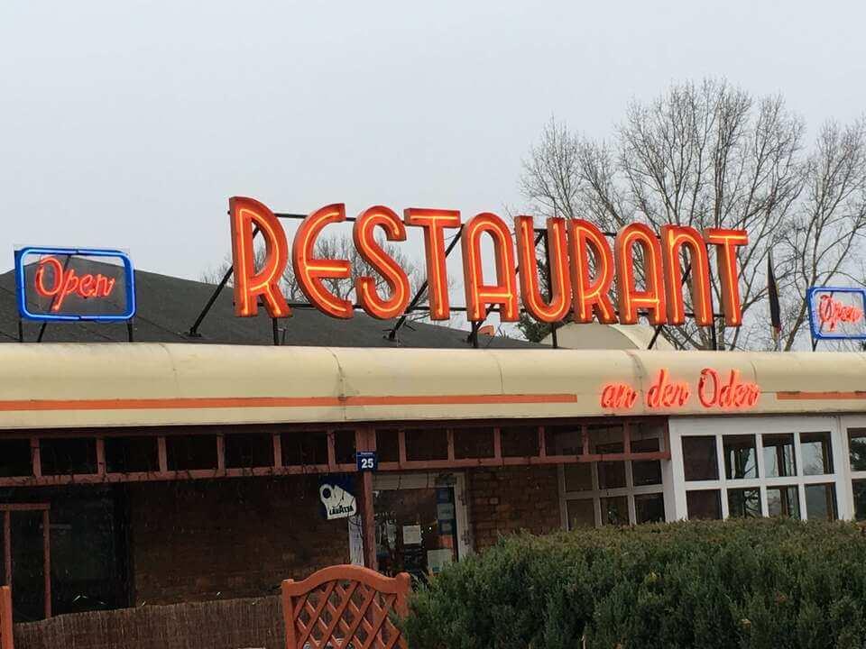 Restaurant- Litery przestrzenne