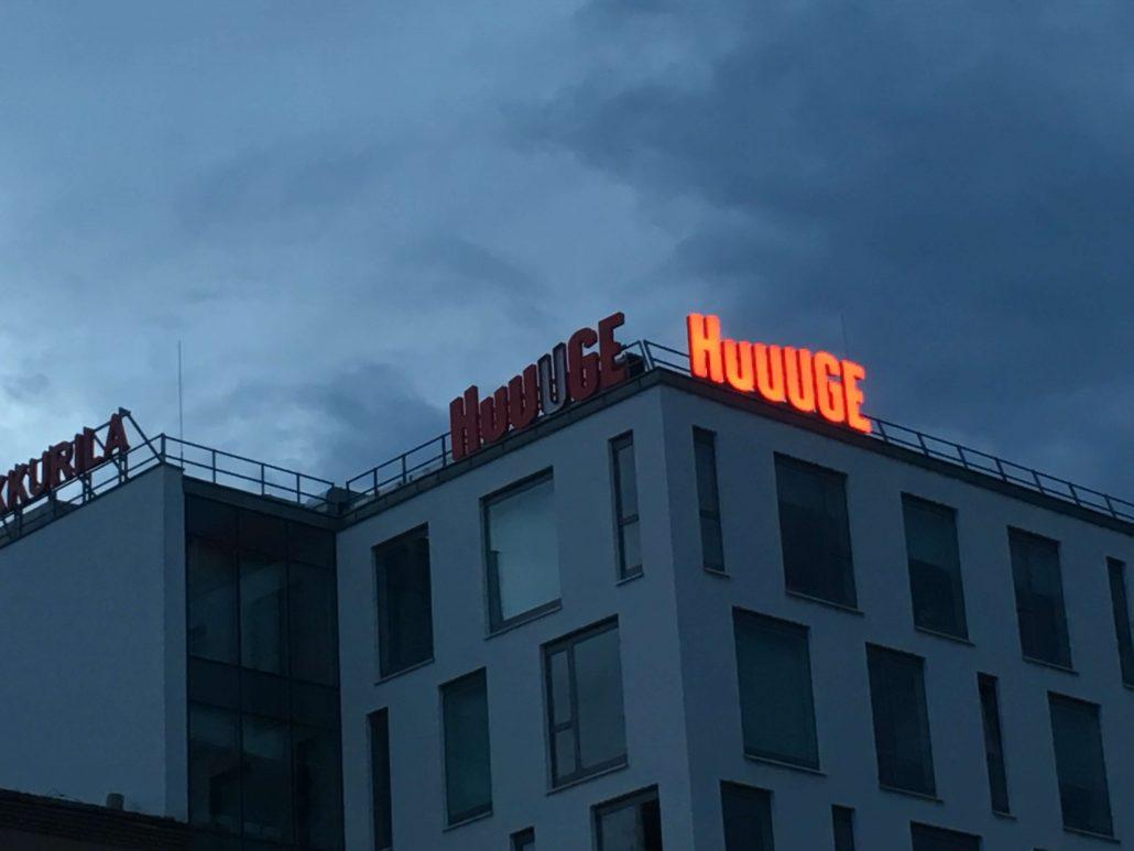 Huuuge- Litery przestrzenne